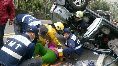 阿里山賞櫻下山 疑車輛失控翻覆4人傷