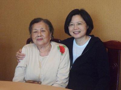 首度發文悼念 蔡總統:謝謝媽媽生我養我
