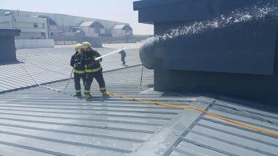 施工機器過熱 華航飛機維修廠屋頂起火