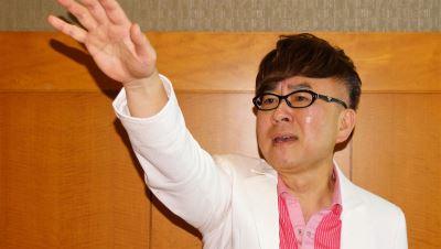 返母校唱新專輯  歌手王萊同窗驚訝
