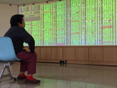 美中貿易戰 投顧:台股防電子股漲多拉回