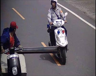 男偷半個路寬鐵板上路 沿路丟包阻警追緝