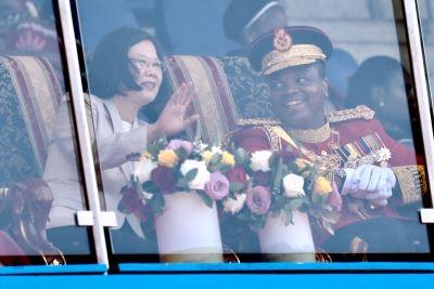 蔡總統出席史瓦濟蘭雙慶儀式 現場民眾歡呼