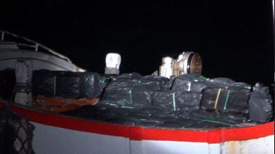 海巡查獲300箱私菸 行徑囂張直接放甲板