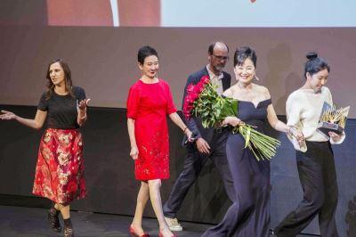 林青霞獲遠東電影節終身成就獎  愛女驚喜現身