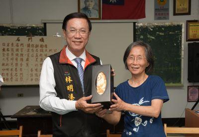 林明溱訪社區長照 鼓勵長輩多動更健康