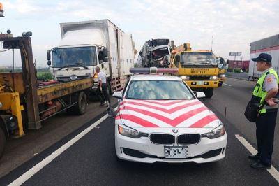 國道取締違規遭撞 兩警與貨車駕駛死亡