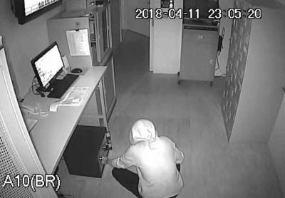 笨賊連續行竊大賣場 監視器全都錄
