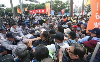 政院:太陽花未攻擊記者 與反軍改差很大