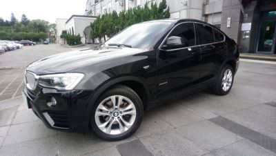 花檢拍賣BMW休旅跑車 162萬現金當場繳清