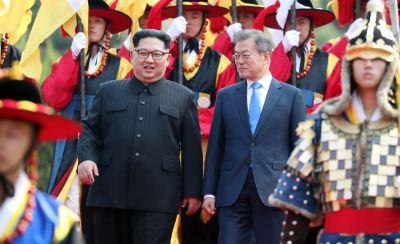 金正恩檢閱三軍儀仗隊 但南韓未奏國歌升國旗