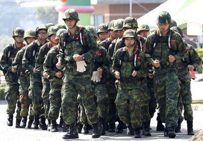 国军衣物装备改采储值制 10月起试行一年