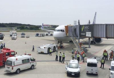 成田機場民航機客艙充滿白煙 137人疏散