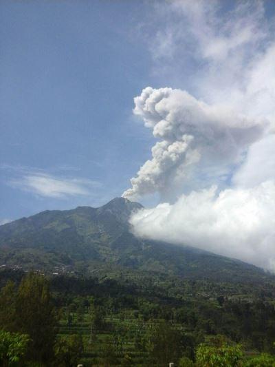 印尼梅拉比火山噴發 方圓3公里列禁區
