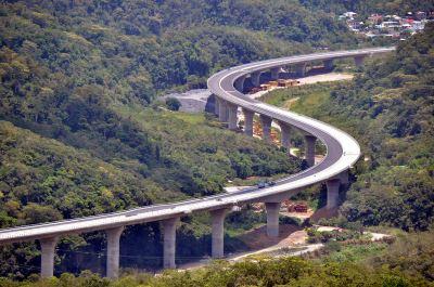 藏橋於林 南迴安朔高架公路宛如蜿蜒巨龍