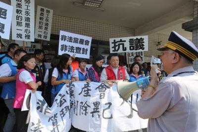 國民黨台南市黨部遭查封 場面一度混亂