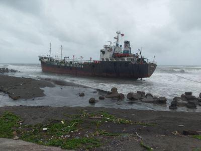 早一步抽油  擱淺油輪斷裂未釀污染