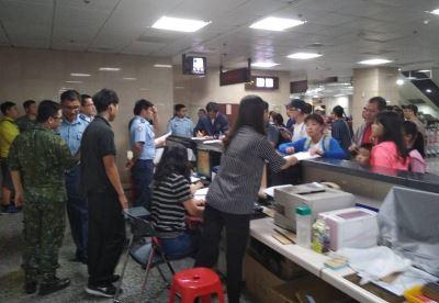 澎湖機場返台湧人潮  軍機啟動疏運