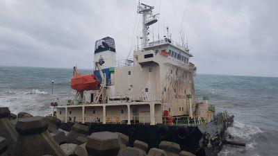 兴利号搁浅油轮断裂  船艏移除