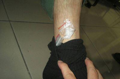 車禍自撞報警備案  毒蟲襪中藏毒反遭逮