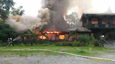 花蓮救災滅火跑錯地方 溫泉木造建物燒毀