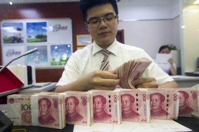 貿易戰衝擊市場情緒 人民幣重貶逾3分