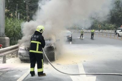 蘇花公路東澳路段火燒車 2人及時逃生