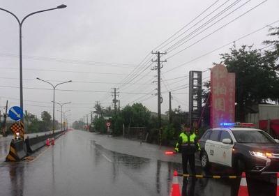 屏東持續降雨 沿海多鄉鎮淹水交通管制