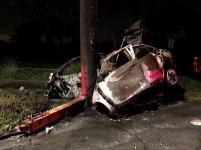 小轎車凌晨撞廟宇牌樓4死 警方確認身分中