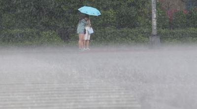 西南風影響天氣悶熱  北部宜蘭防午後大雷雨