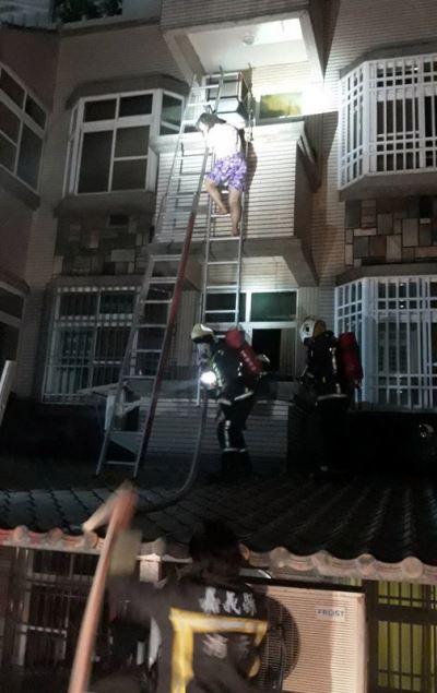 嘉義住宅火警 救出4人幸僅輕微嗆傷