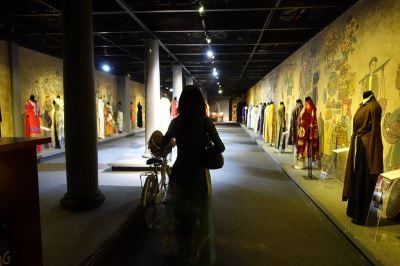 藉奧黛傳承越南文化 黎仕煌不惜開博物館