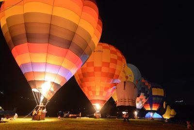 桃園熱氣球嘉年華  球體璀璨點亮夜空