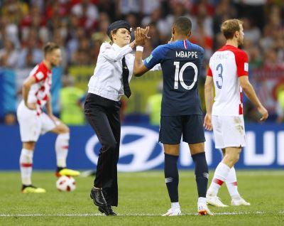 暴動小貓亂入世界盃決賽 提釋放政治犯訴求