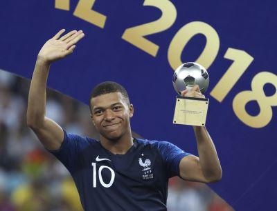 抱世界盃冠軍 最佳新人得主姆巴佩:不用睡了
