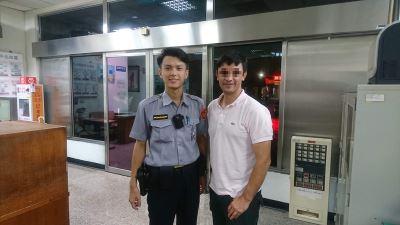 颱風天搭車遺忘工作包 警助外籍男找回失物