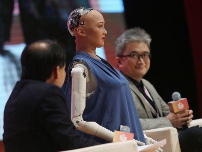 蘇菲亞對談PTT之父 杜奕瑾:AI無法取代人性