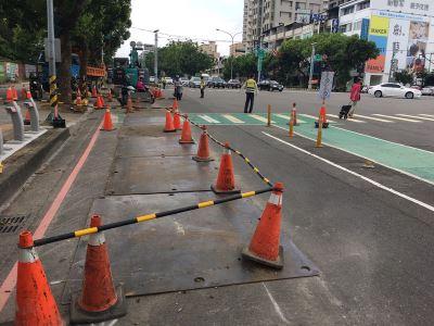 台灣大道四段慢車道施工 機車族諷如越野賽道