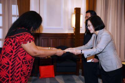 吉里巴斯大使呈遞到任國書 總統盼深化合作