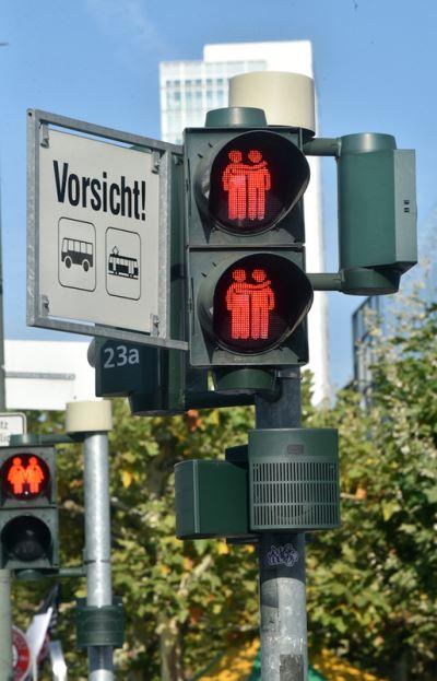 提倡多元價值 法蘭克福設同性伴侶紅綠燈