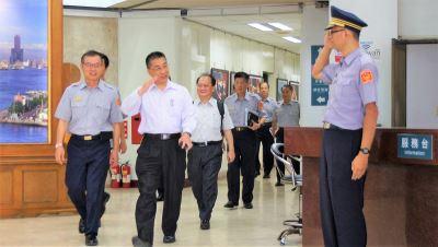 視察高市警局 徐國勇勉提高見警率