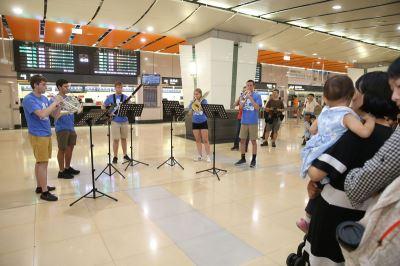 藝術不期而遇 美青年交響樂團高鐵站快閃演出