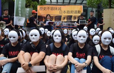 國際慰安婦日 婦團戴面具靜坐要日本道歉