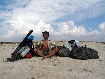 淨灘護海洋 突國熱血工程師徒步300公里