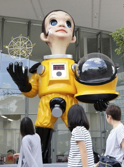 福島擺穿防護衣兒童雕塑  網路一片罵聲