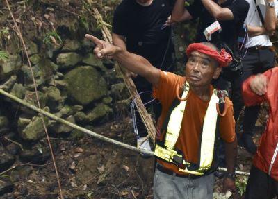 日2歲童森林迷航3天 78歲志工眼尖發現救回