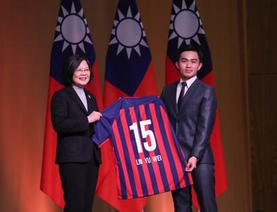 台灣有足球夢 蔡總統鼓勵台巴球員交流