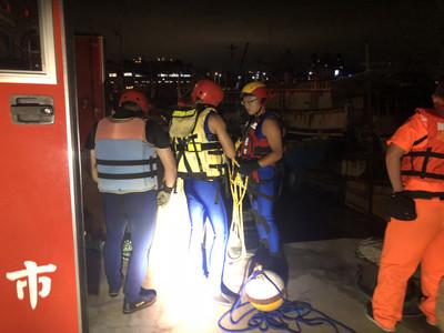 南寮漁港轎車落海意外 一男一童溺斃