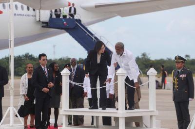 貝里斯總督贈勳 蔡總統:代表兩國堅定邦誼