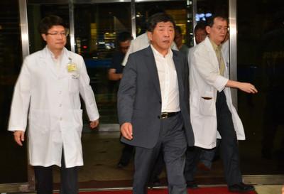 陳時中慰問台北醫院火警傷者
